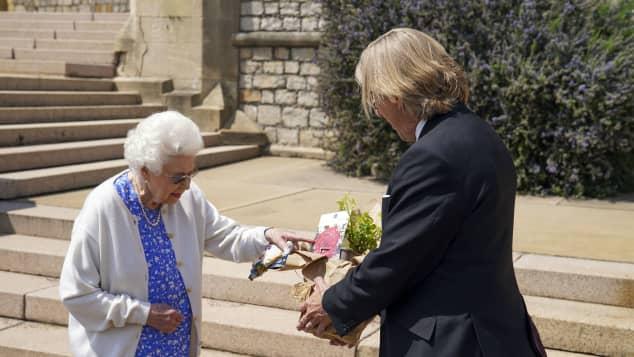 Queen Elizabeth II and Keith Weed