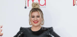 Kelly Clarkson Wows The Crowd (Again!) With Fantastic Britney Spears Cover - Listen To It Here!