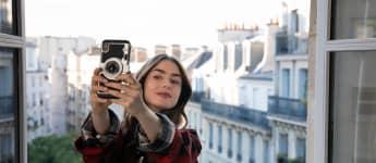 Lily Collins en una escena de la serie 'Emily in Paris'