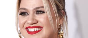 Kelly Clarkson Jokes Her Chest Looks Enormous In New Promo Pics And She Doesn't Know Why!