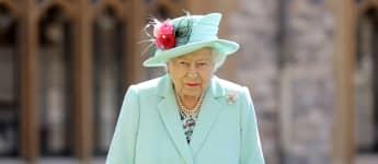"Queen Elizabeth Reportedly Decides Harry & Meghan ""Royal"" Future"