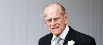Critic Says The Crown Implies Prince Philip Had Diana Killed threat scene season 4 finale 2020