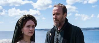 Olivia Cooke y Rhys Ifans en una escena de la serie 'House of the Dragon'