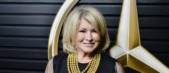 """Martha Stewart Opens Up About Her """"Thirst Trap"""" Pool Selfie: """"I Don't Even Know What That Is"""""""