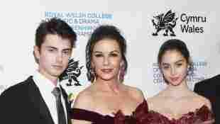 Dylan Zeta Douglas, Catherine Zeta-Jones y Carys Zeta Douglas