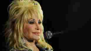 """Dolly Parton Grieves The Loss Of Her Brother: """"He Will Always Be In Our Hearts"""""""