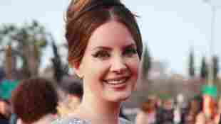 """Lana Del Ray Claps Back At Critics Saying She """"Glamorizes Abuse"""" In Her Songs"""