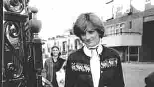 Princess Diana Memorial At Coleherne Court Revealed By Charles Spencer 2021 preview plaque London flat
