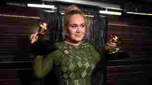 """'Adele """"Almost Unrecognizable"""" At Oscars Afterparty - See Her New Look!"""