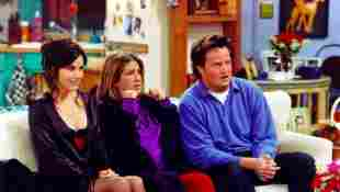 Monica, Chandler y Rachel en Friends