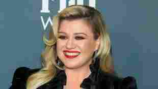 Kelly Clarkson Reveals Garth Brooks Tribute Made Her Nervous