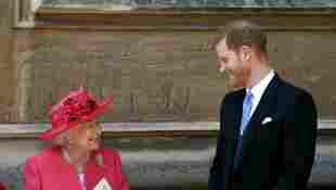 El príncipe Harry y la reina Isabel