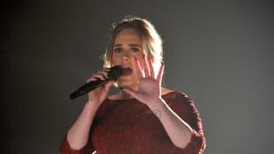 Adele hatte mehrere Soundpannen bei ihrem Auftritt