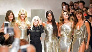 Carla Bruni, Claudia Schiffer, Donatella Versace, Naomi Campbell, Cindy Crawford and Helena Christensen auf der Fashion Week in Mailand 2017