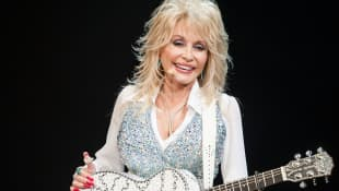 """Dolly Parton Honours Kenny Rogers With CMT Giants Performance Of """"Sweet Music Man"""" - Watch Here"""
