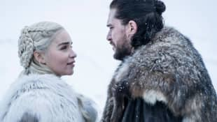 Emilia Clarke y Kit Harington en una escena de la serie 'Game of Thrones'