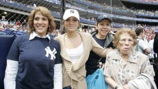 Guadalupe Rodriguez, Jennifer Lopez y su abuela
