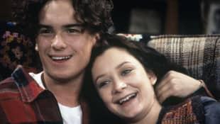 Johnny Galecki y Sara Gilbert