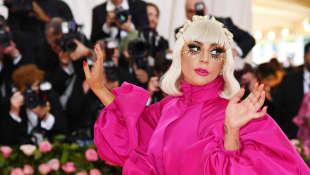 Lady Gaga Apologizes To Jimmy Fallon After Awkward 'Tonight Show' Moment