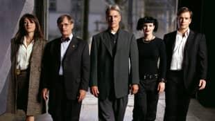 Sasha Alexander, David Mccallum, Mark Harmon, Pauley Perrette y Michael Weatherly en una imagen promocional de la serie 'NCIS'
