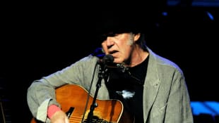 """Neil Young Speaks Up About The Capitol Riots: """"We Don't Need This Hate"""""""