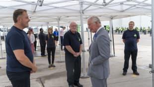 El Príncipe Carlos visita las instalaciones de Asda en Bristol, el 9 de julio de 2020.