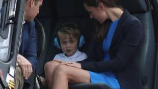El príncipe William y Catalina, duquesa de Cambridge con su hijo