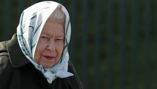 La reina Isabel es captada fuera del Castillo de Balmoral