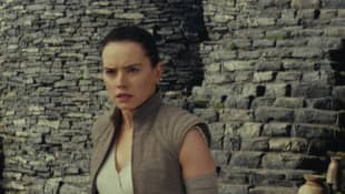 "'Star Wars' Reveals New Details About ""Rey's"" Parents - Fans Aren't Happy!"