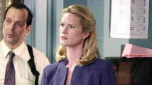 Stephanie March como Alexandra Cabot