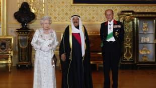 La reina Isabel, el príncipe Felipe y el emir de Kuwait