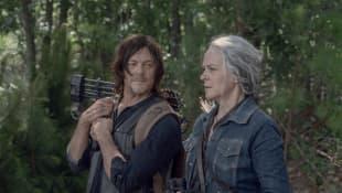 Norman Reedus y Melissa McBride en una escena de la serie 'The Walking Dead'