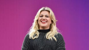 "Watch Kelly Clarkson's Stunning Cover Of Robyn's ""Dancing On My Own"""