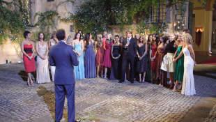 Chris Harrison, Prince Lorenzo Borghese and the contestants on Season 9.