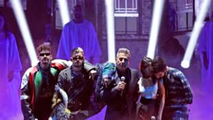 Mauricio, Ricky, Ricardo y Evaluna Montaner con Camilo