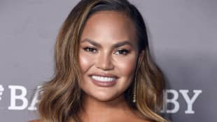 Chrissy Teigen Surprises the 'Cheer' Cast While In A Bubble Bath - Watch It Here!