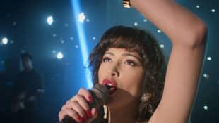 Christian Serratos en una escena de 'Selena: la serie'