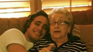 Diego Boneta y abuelita
