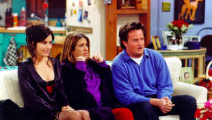 Monica, Chandler y Rachel en Friends