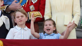 """George, Charlotte and Louis Are Sending The Queen """"Chatty"""" Videos!"""