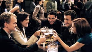 Neil Patrick Harris, Cobie Smulders, Josh Radnor, Jason Segel & Alyson Hannigan in 'How I Met Your Mother'.