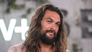 Jason Momoa made a hilarious cameo on Saturday Night last weekend. AND he was shirtless...
