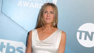 """Jennifer Aniston Says She Grew Up in """"A Household That Was Destabilized and Felt Unsafe"""""""