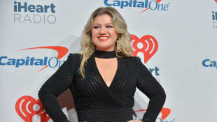 "Kelly Clarkson Releases Powerful New Love Song To The World ""I Dare You"" - Listen Here"