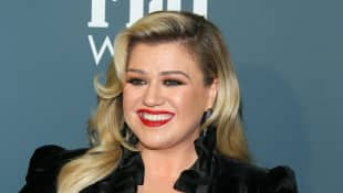 """Kelly Clarkson Will Make Sure Her Children Grow Up In A """"Stable, Loving Environment,"""" Says Source"""