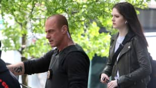 Christopher Meloni y Ainsley Seiger