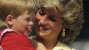 La princesa Diana y el príncipe Harry