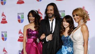 Marco Antonio Solís y familia