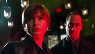 Mariska Hargitay y Christopher Meloni en una escena de la serie 'La ley y el orden: Unidad de Víctimas Especiales'