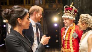 Meghan Markle y el Príncipe Harry en función del musical Hamilton